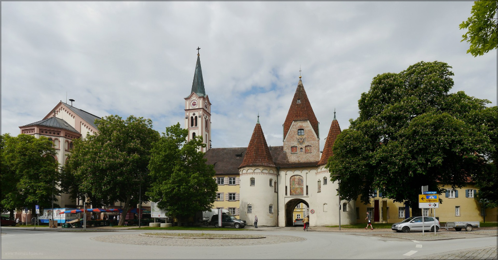 Stadtfarrkirche und Oberes Tor in Weißenhorn, Mai 2016