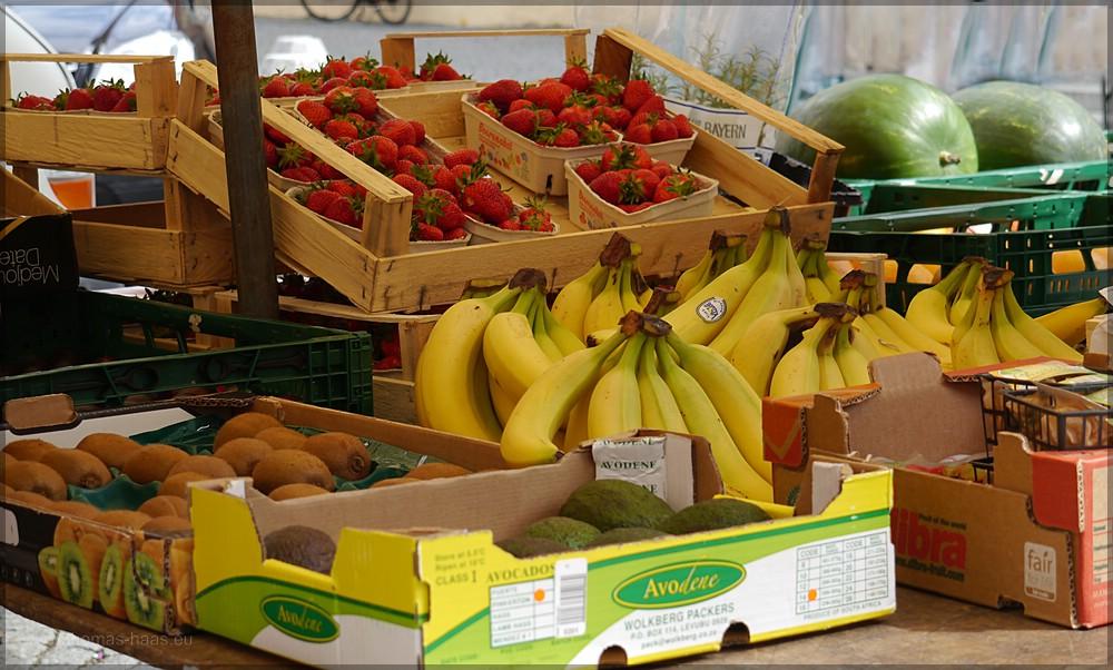 Obst und Gemüse auf dem Wochenmarkt, Mai 2016