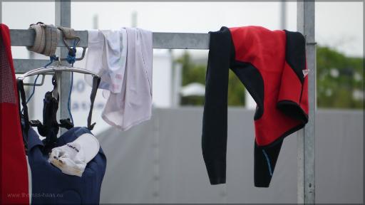 Neopren-Anzug auf Trockenstange, Juni 2016