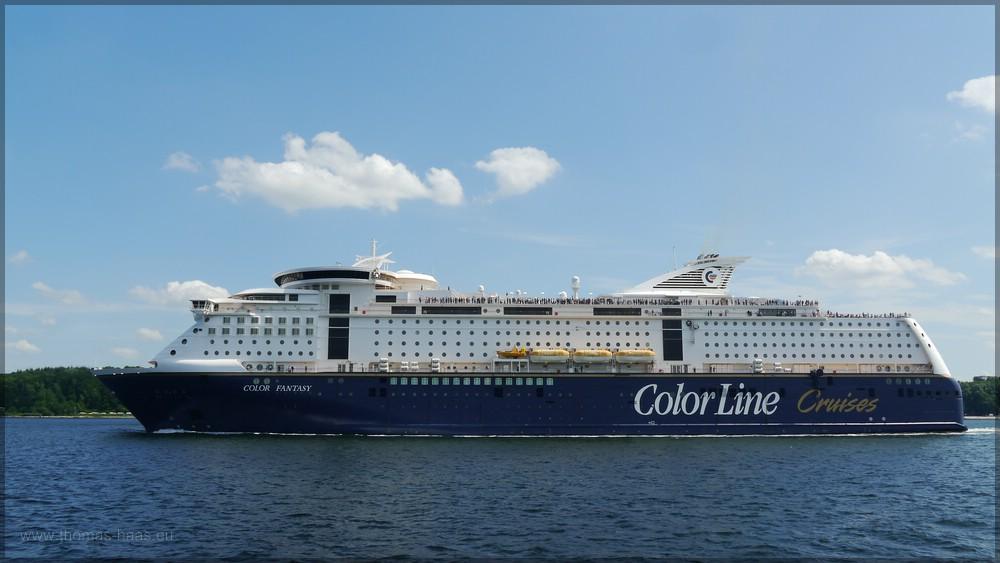 Fähre Color Fantasy beim Auslaufen aus der Kieler Förde auf dem Weg nach Oslo, Juni 2016