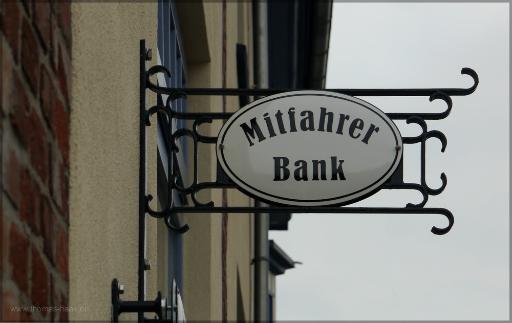 Nahverkehr in Bürgerhand, die Mitfahrer-Bank in Arnis