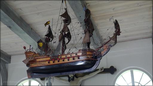 Ein Schiff im Kirchenraum, Juni 2016