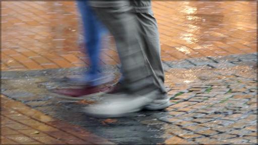 Passanten im Regen, Eckernförde, Juni 2016