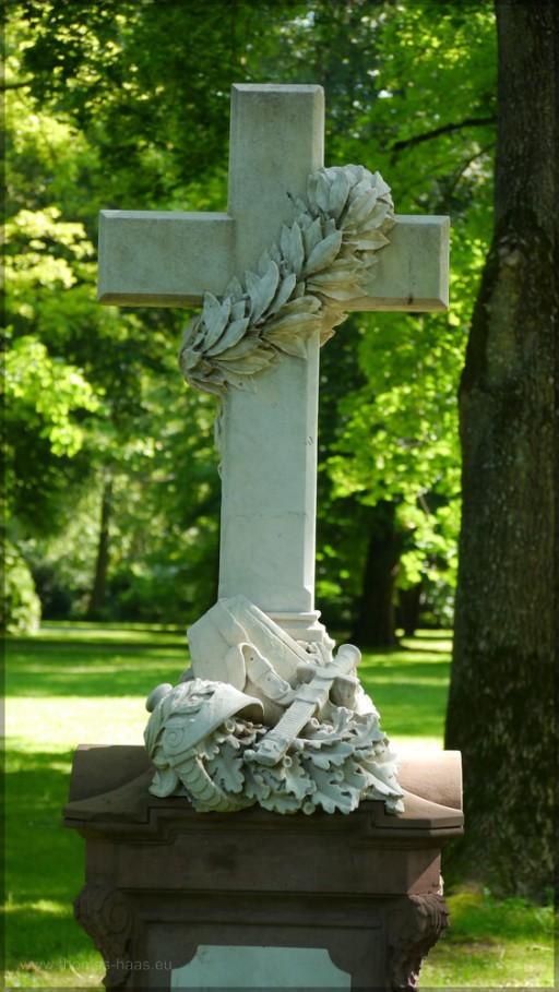 """Grabmal auf dem """"Alten Friedhof"""", Ulm"""