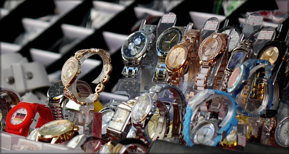 Uhrenverkäufer auf dem Markt