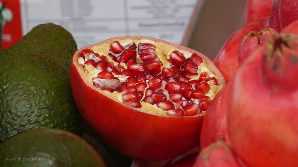 Avocado und Granatapfel