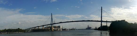 Köhlbrandbrücke, von der Linie 61 aus fotografiert