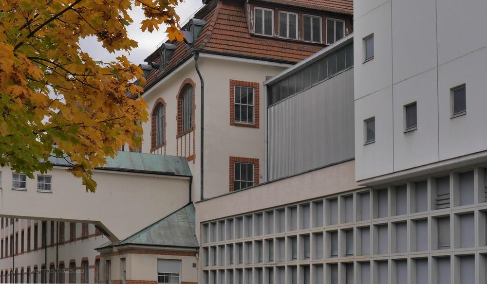 Fabrikgebäude, Straßenseite, Oktober 2016