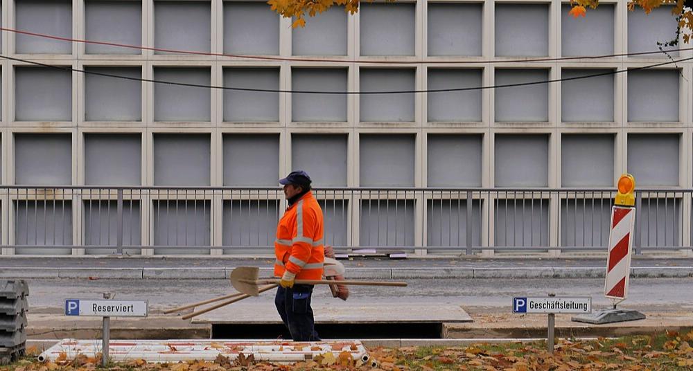 Bauarbeiten vor der Fassade, Oktober 2016