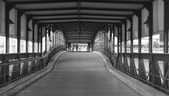 Mensche auf der ahmburger Überseebrücke, 2016