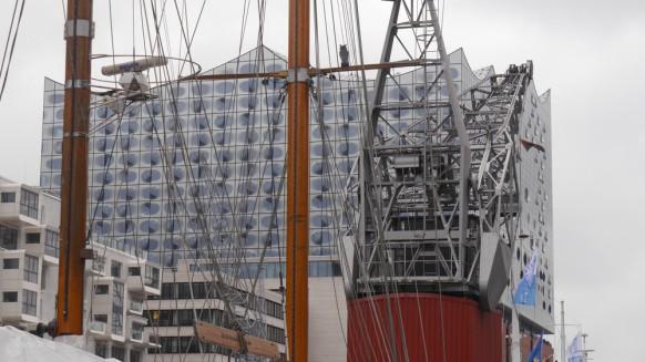 Hafenkran und Fassade, März 2017
