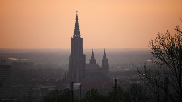Das Ulmer Münster im Morgendunst, April 2017