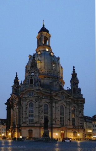 Frauenkirche bei anbrechender Dunkelheit, April 2017