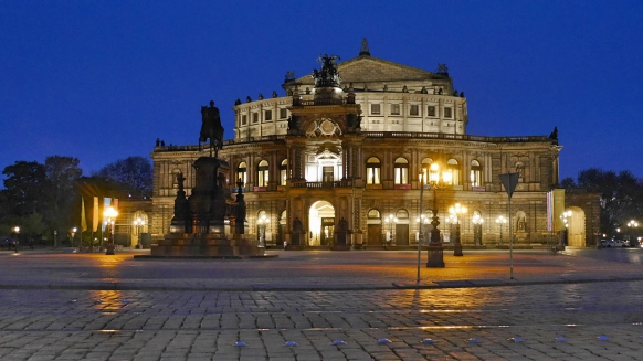 Semperoper ohne Lichteffekte, April 2017