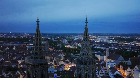 Bild des Monats - Juni 2017 - Der Blick Richtung Osten vom Münsterturm in der blauen Stunde, Mai 2015