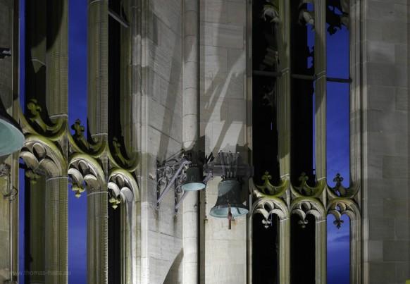 Weit über dem glockenstuhl: Die nicht läutbaren Glocken im Münsterturm.