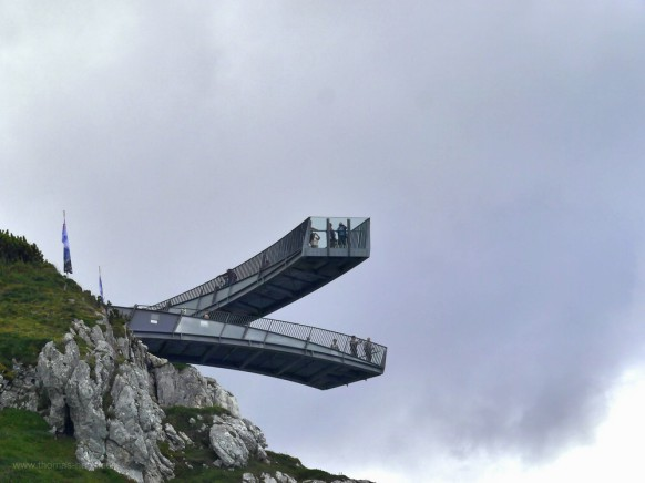 """Die Aussichtsplattform """"AlpspiX"""" aus tiefer Position"""