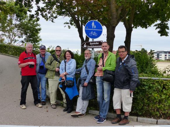 Gruppenbild am Bahnhofssteg in Nördlingen