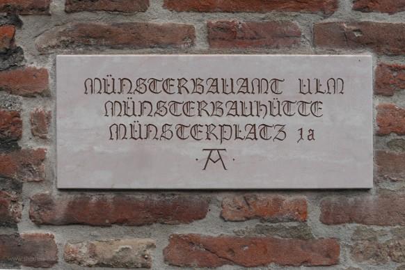 Steinplatte an der Münsterbauhütte, Ulm, 2017