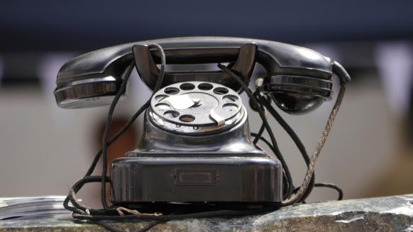 Ein altes Telefon auf dem Flohmarkt, 2017