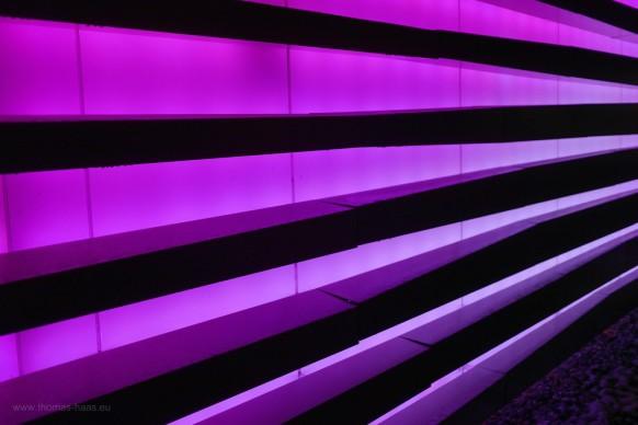 Fassade in lila/pink, Casino Bregenz