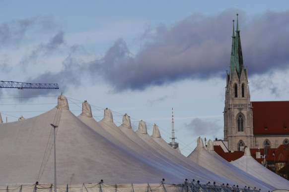Zelte und Olympiaturm, Dezember 2017