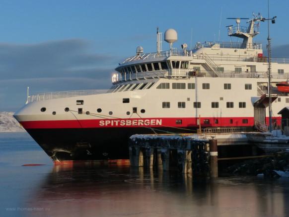 M/S Spitsbergen, Hurtigruten, am Anleger Kirkenes, Februar 2018