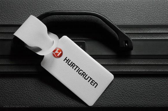 Bild des Monats März 2018 - Reisekoffer mit Hurtigruten-Anhänger