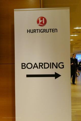 Wegweiser im Terminal der Hurtigruten, Bergen, Februar 2018