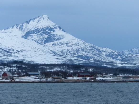 Landschaft, Schnee auf den Bergen, Norwegen...