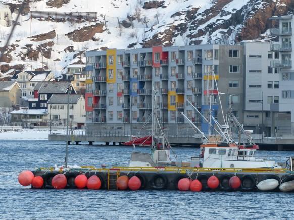 Hafen und moderne Architektur in Hammerfest, 2018