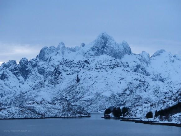 Raftsund, Trollgebirge, blaue Stunde, Februar 2018
