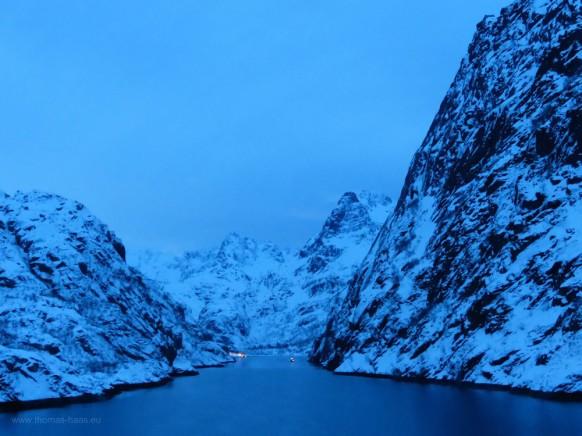 Der Trollfjord in der blauen Stunde, Februar 2018