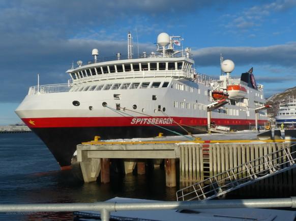 MS Spitsbergern, Hurtigruten im Hafen von Bodø, Februar 2018