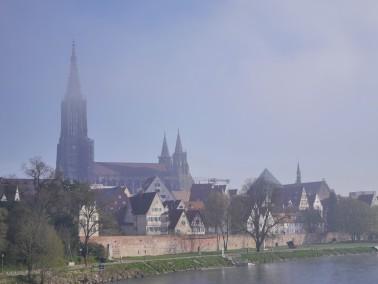 Blick über die Donau auf das Ulmer Münster