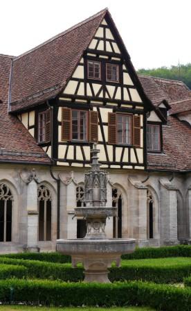Brunnen und Fachwerk, Kreuzgang, Bebenhausen