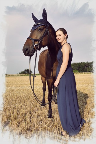 Dame mit Pferd, Stoppelfeld, Juli 2018