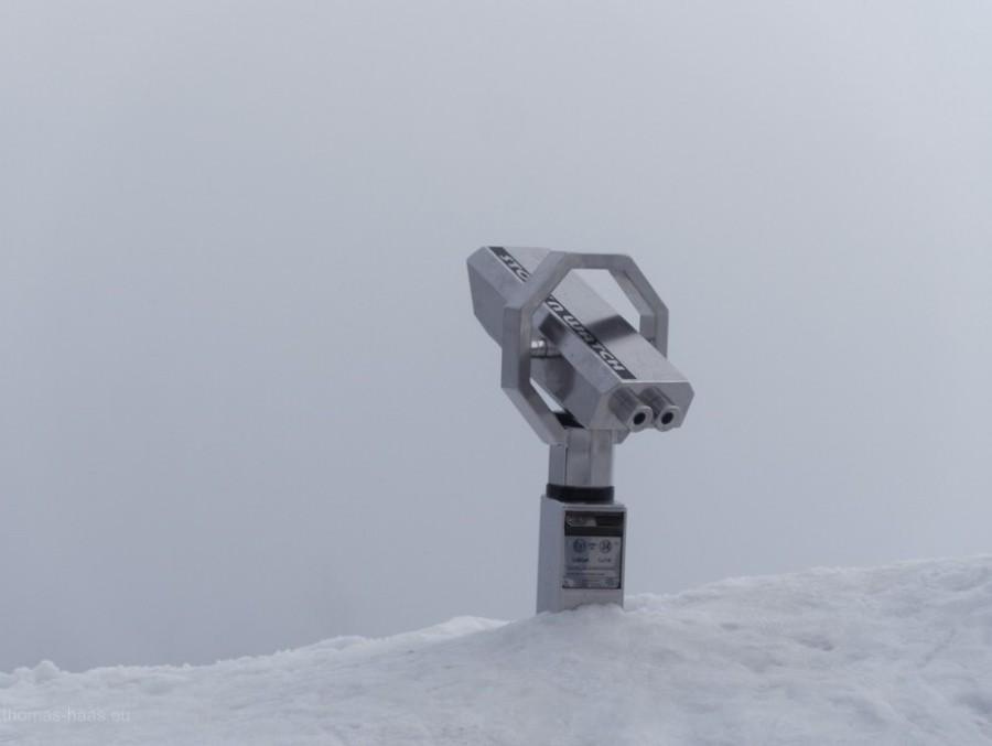 Fernrohr im Nebel, 2018