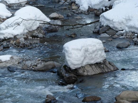 Wieder in Tiefenbach, die Breitach im Winterkleid