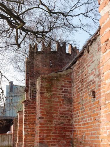 Schwalbenschwanzturm, Teil der historischen Stadtbefestigung
