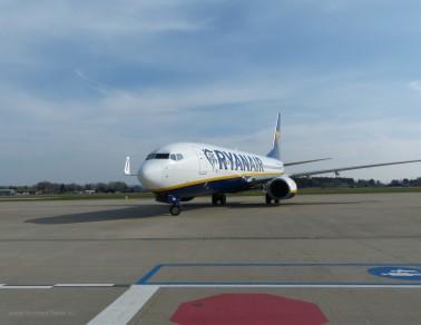 Parkposition erreicht: Ryanair am Terminal FMM