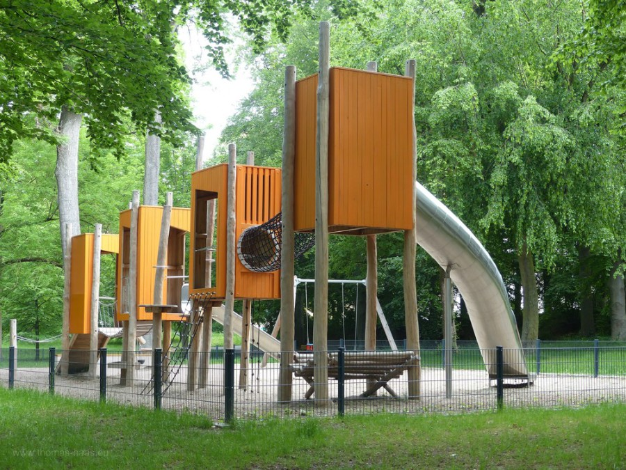 Spielplatz in den Ehinger-Anlagen in Ulm, 2019