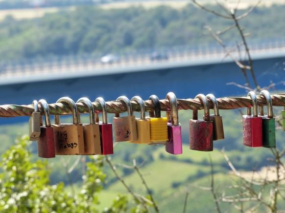 Liebesschlösser im Bereich der Moseltalbrücke, Juli 2019