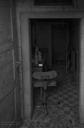 Was bleibt? Stuhl, Karton, TV... Yannick Musch, 2019