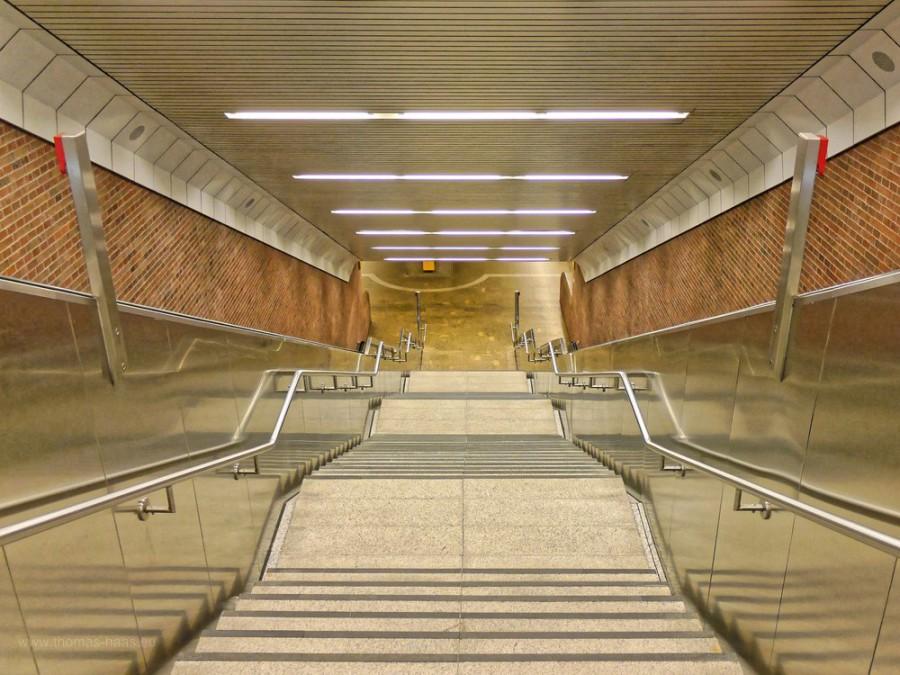 Treppen, U-Bahn, München, 2019