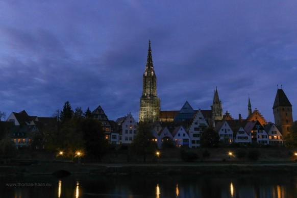 Blick auf das beleuchtete Ulmer Münster, 2019