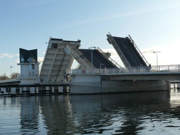 Klappbrücke in Kappeln in der Bewegung, Oktober 2019