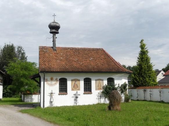 Kapelle, Nachbau, mit Kirchhof, Bauerhofmuseum Illerbeuren