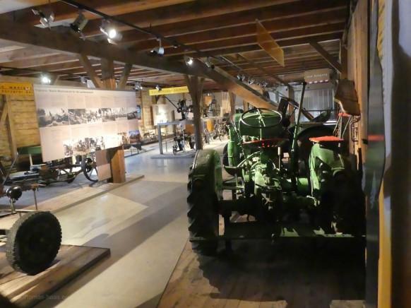 Blick in die Ausstellungshalle, Bauerhofmuseum Illerbeuren, 2021