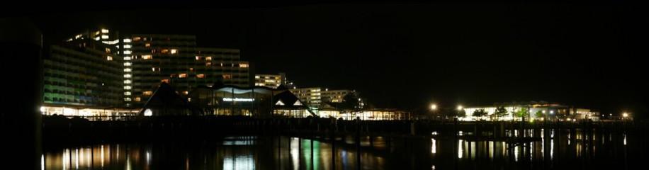 Damp, Hotelkomplex und Yachtahfen, Nachtaufnahme, Februar 2016